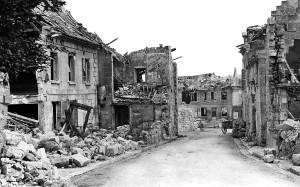 La rue des Marronniers, actuelle rue de la Tour, vue depuis le monument aux morts.